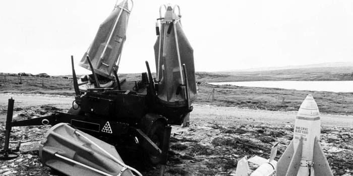 В гостях у флота: как сухопутные «харриеры» с авианосцев аргентинцев бомбили Длиннопост, История, Авиация, Армия, Война