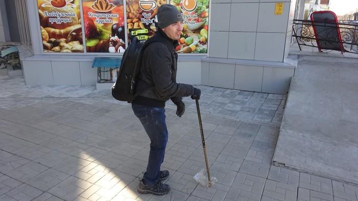 Молодой человек с ДЦП ежедневно убирает мусор на улице по пути на работу ДЦП, Чебоксары, Длиннопост