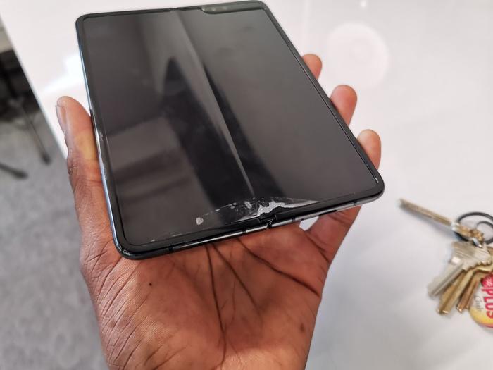 Складные смартфоны Samsung сломались в первые дни использования Из сети, Samsung, Gadget, Смартфон