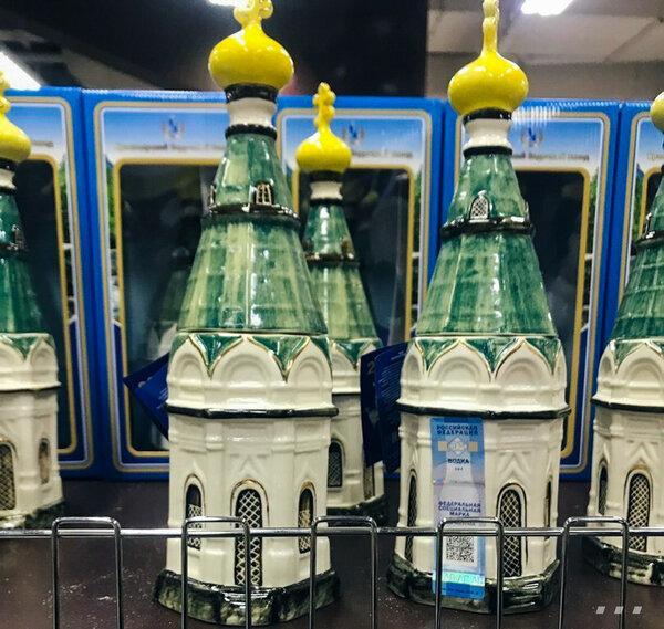 В бутылке святая водочка)))