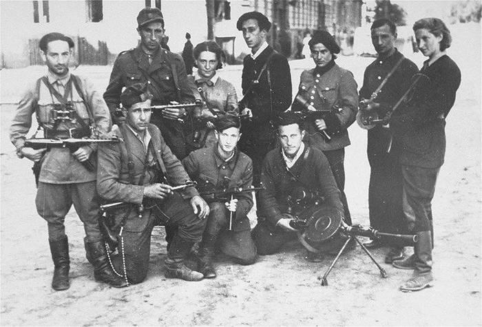 Еврейские партизаны из отряда «Некама» Евреи, Партизаны, Вторая мировая война, Хроники
