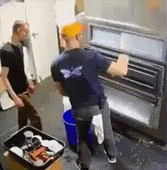 Когда твой босс заходит за секунду до то как ты накосячишь