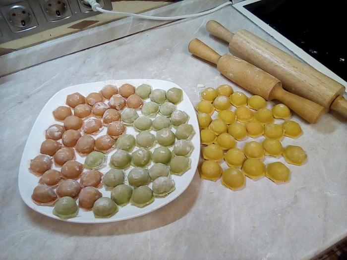 На Пасху все красят яйца... А на Урале красят Пельмени! Пельмени, Рецепт, Длиннопост, Еда
