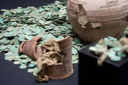 Два кладоискателя нашли гору средневековых монет и остались ни с чем Монета, Клад, Новости