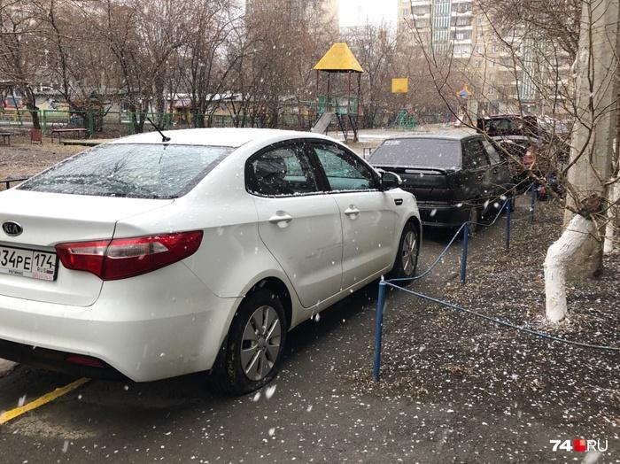 На северо-западе Челябинска массово прокололи колеса машинам, припаркованным на тротуаре Челябинск, Неправильная парковка, Преступление и наказание, Карма, Длиннопост
