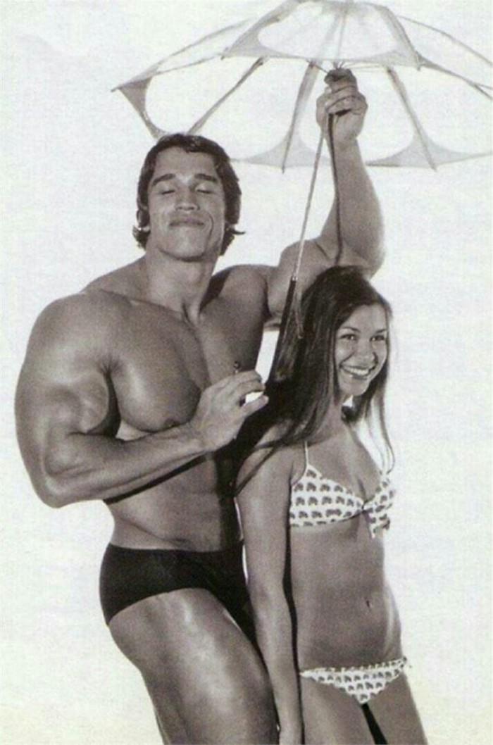 arnold-schwarzenegger-topless-women-too-busty-wife-of-dad
