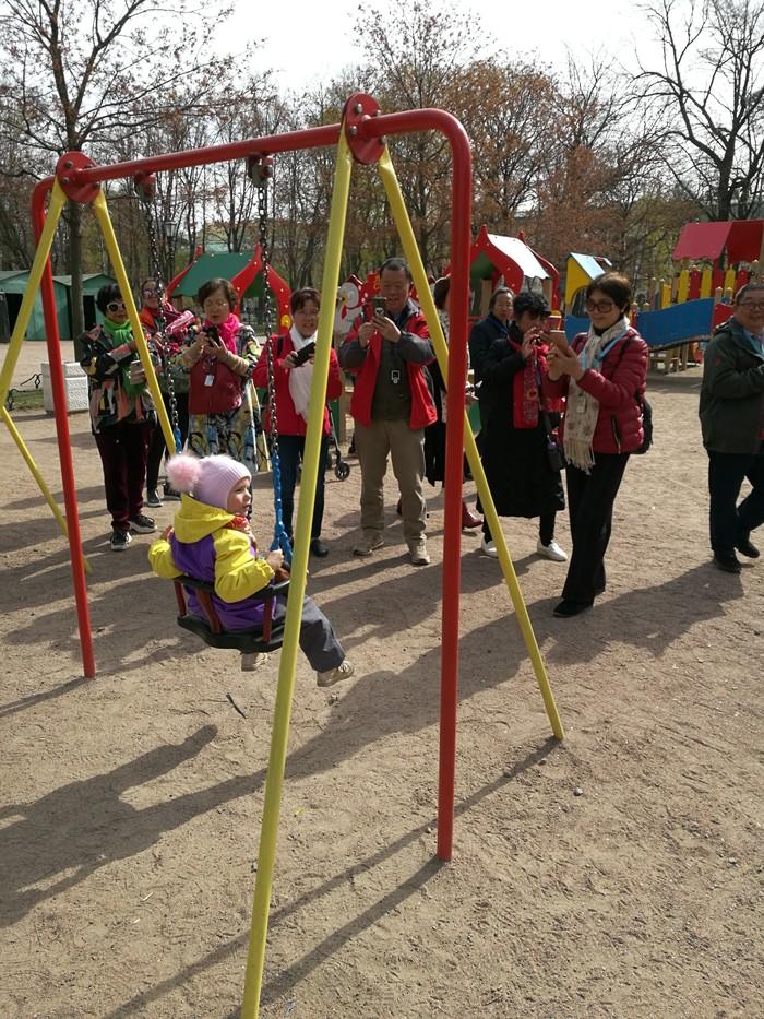 Когда оставили с ребенком... Туристы, Китайцы, Китайские туристы, Дети, Детская площадка, Фотография, Длиннопост