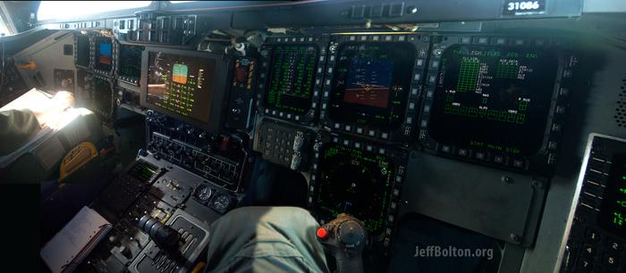 Первые в истории фото кабины бомбардировщика B-2 Spirit. Авиация, Самолет, Бомбардировщик, Northrop B-2 Spirit, ВВС США, Длиннопост