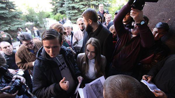 Ажиотаж и очереди: в Донецке начали прием заявлений на российские паспорта Донецк, ДНР, Паспорт, Российское гражданство