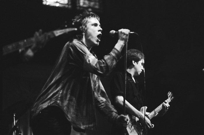 Исполнители, которые вошли в историю мировой музыки, не обладая вокальными данными Певец, Группа, Rammstein, Rolling stones, Длиннопост, Боб Дилан, Джими Хендрикс, Музыканты