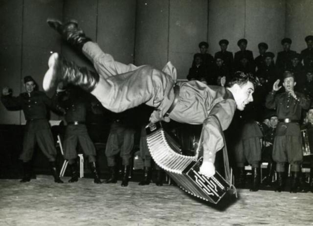 Танцор ансамбля красноармейской песни и пляски. 1963 год, Лондон Танцы, Ансамбль, Красноармейцы, Старое фото, Хоба