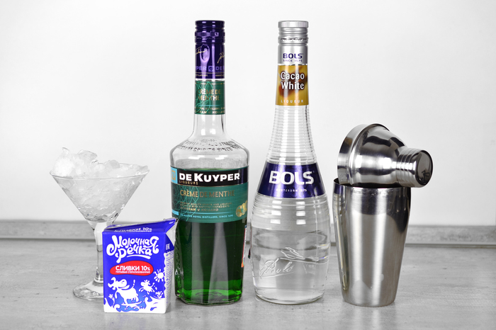 "Коктейль-дижестив ""Кузнечик"" Алкоголь, Коктейль, Бар, Рецепт, Длиннопост, Кузнечик, Мята, Какао"