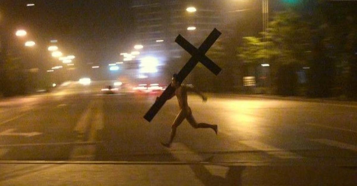 Прикол картинка парень с крестом, новому году
