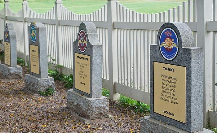 Единственное кладбище мороженого в мире. Длиннопост, Кладбище, Надгробие, Юмор, Мороженое