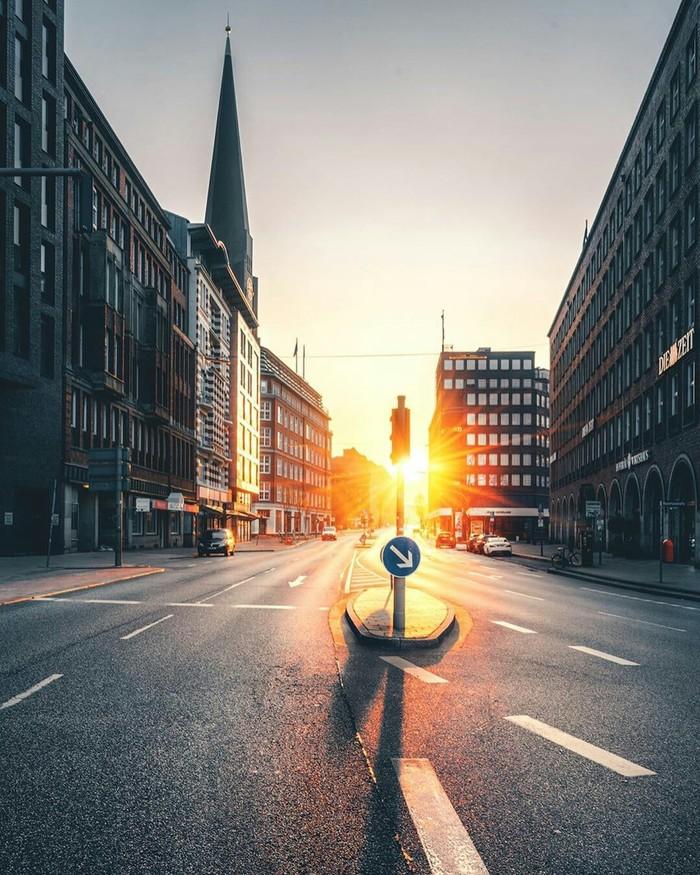 Утренний свет в городе. Гамбург.