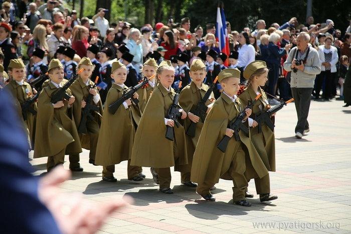 Парад дошкольных войск в Пятигорске Парад, Дети, Пятигорск, 9 мая