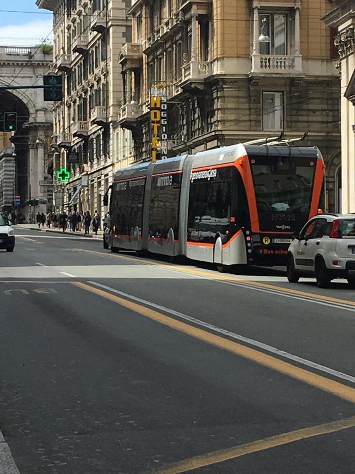 Самый длинный автономный троллейбус Италия, Генуя, Троллейбус, Видео