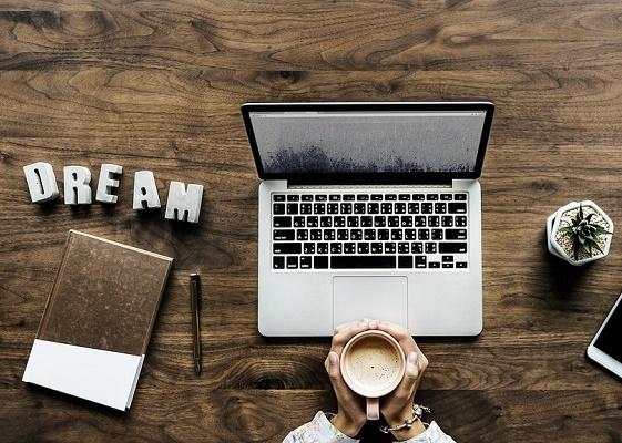 Офисный служащий может питаться прямо на рабочем месте Офис, Служащий, Питание, Рабочее, Место, Чай, Компьютер, Печенье, Длиннопост