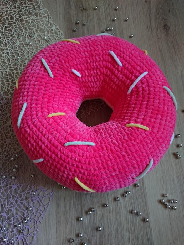 Пончик - подушка Вязание, Вязание крючком, Своими руками, Рукоделие без процесса, Игрушки, Подарок, Мягкая игрушка, Подушка, Длиннопост