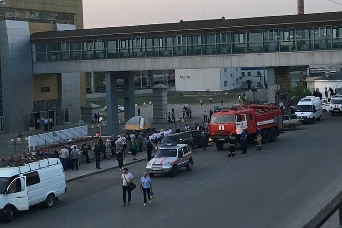 В Уфе эвакуируют торговые центры, вокзал и аэропорт Башкортостан, Уфа, Стерлитамак, Происшествие, Эвакуация