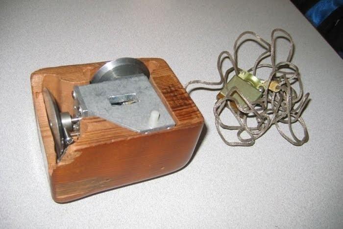 Так выглядела первая в мире компьютерная мышь в 1968 году Компьютер, 60-е, Компьютерная мышка, Прошлое, Изобретения, История, Гаджеты