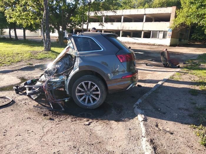 Машину разорвало пополам при аварии, но пассажиры не пострадали. Авария, Москва, Машина, Длиннопост