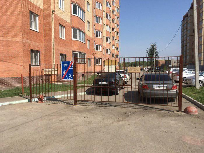 Комфортная городская среда для Омских чиновников. Парковка, Городская среда, Омск, Видео, Длиннопост, Негатив