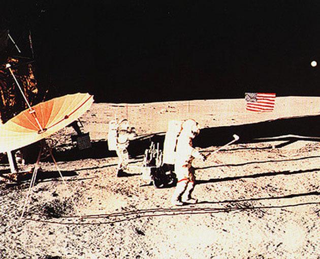Алан Шепард играет в гольф, Луна, 1971 год. Луна, Гольф, Космос, Алан Шепард, Миссия аполлон