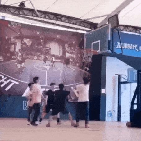 Поиграли в баскетбол