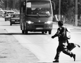 В Астрахани у подростков появилась новая жестокая забава Астрахань, Южная волна, Российские дороги, Дети, Дети на дорогах