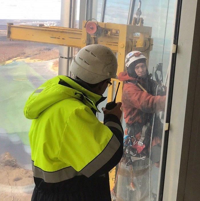 По рельсам за облака: как помыть стекло в небоскребе Фасад, Лахта-Центр, Технологии, Промышленный альпинизм, Длиннопост