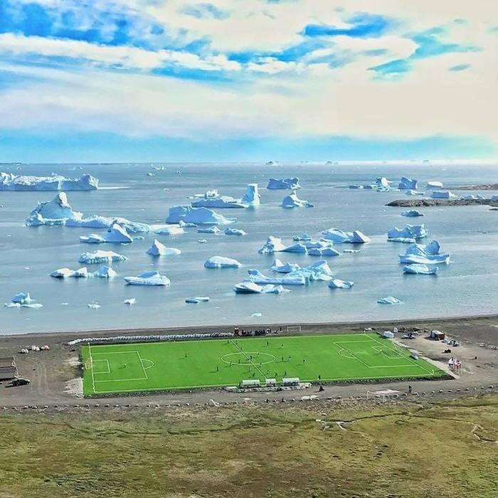 Футбольное поле в Гренландии