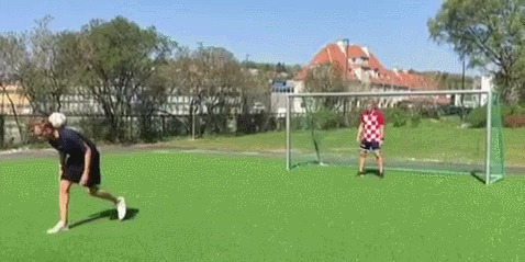 Австралиец бьет пенальти