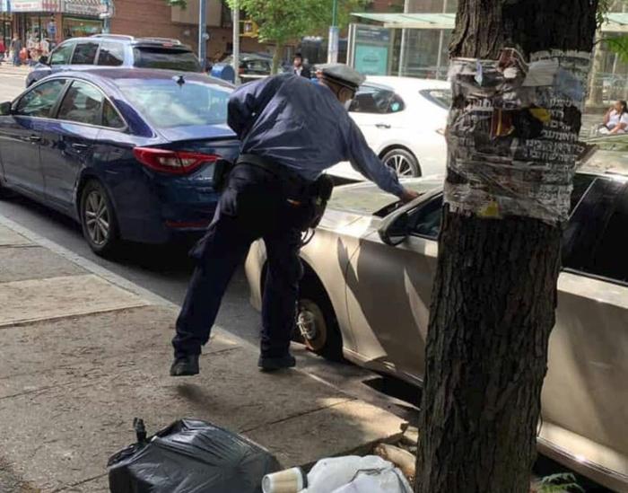 Если у вас украли колеса, это еще не повод не выписывать вам штраф за превышение времени парковки Полиция, Штраф, Парковка, Кража, Колесо, Нью-Йорк, США