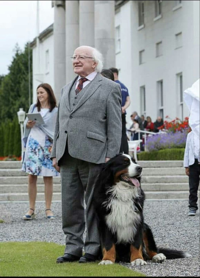 Президент Ирландии Майкл Хиггинс, со своей собакой
