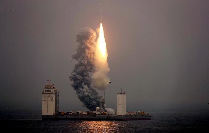 Китайский спутник снял момент старта ракеты-носителяCZ-11с морской платформы. Космос, Китай, Морской старт, Спутник, Ракета-Носитель, Видео