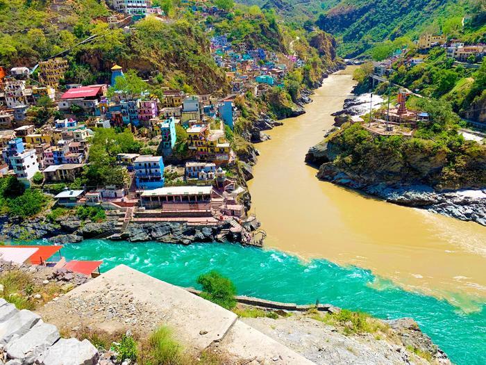 Город Девапрайяг,слияние рек Алакнанда и Бхагиратхи