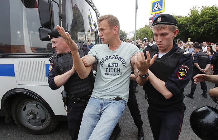 Алексея Навального задержали на акции в поддержку Голунова в Москве Россия, Политика, Протест, Митинг, Алексей Навальный, Оппозиция, МВД, Новости