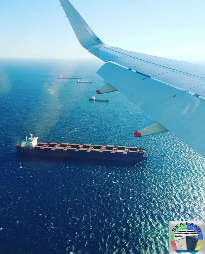 Пролетая над якорной стоянкой Sealand, Моряки, Море