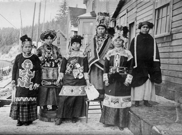 Суровые девушки-тлинкитки. Как выясняли отношения между собой амазонки Аляски История, Тлинкиты, Индейцы, Аляска, Девушки, Кровь, Хайда, Длиннопост