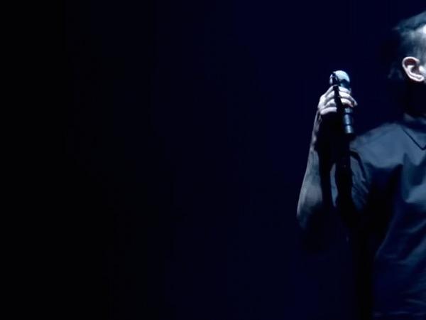 Мэрилин Мэнсон испугался микрофонной стойки Мэрилин, Мэрилин Мэнсон, Испуг, Стойка, Микрофон, Эмоции, Гифка