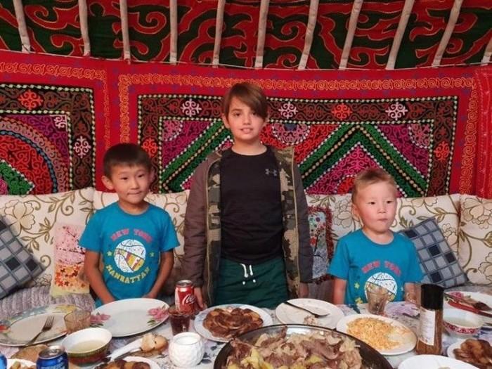 Как казахи поселили Трампа в юрте и кормили его бешбармаком Монголия, Сын трампа, Казахстан, Длиннопост, Туризм
