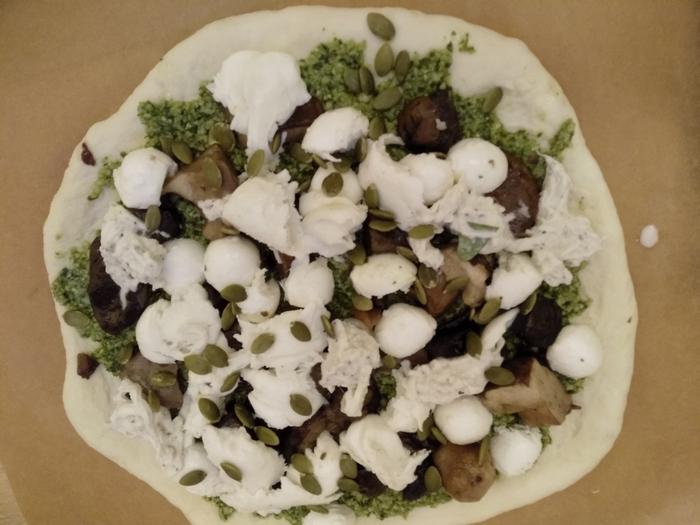 """Пицца с лесными грибами и соусом """"песто"""" Вкусно, Легко, Быстро, Пицца, Итальянская кухня, Соус песто, Грибы, Моцарелла, Длиннопост"""
