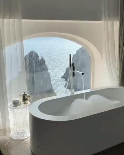Ванная с отличным видом из окна