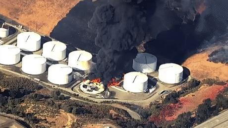 Тушение пожара на нефтехранилище Вертолет, Пожар, Тушение, Гифка
