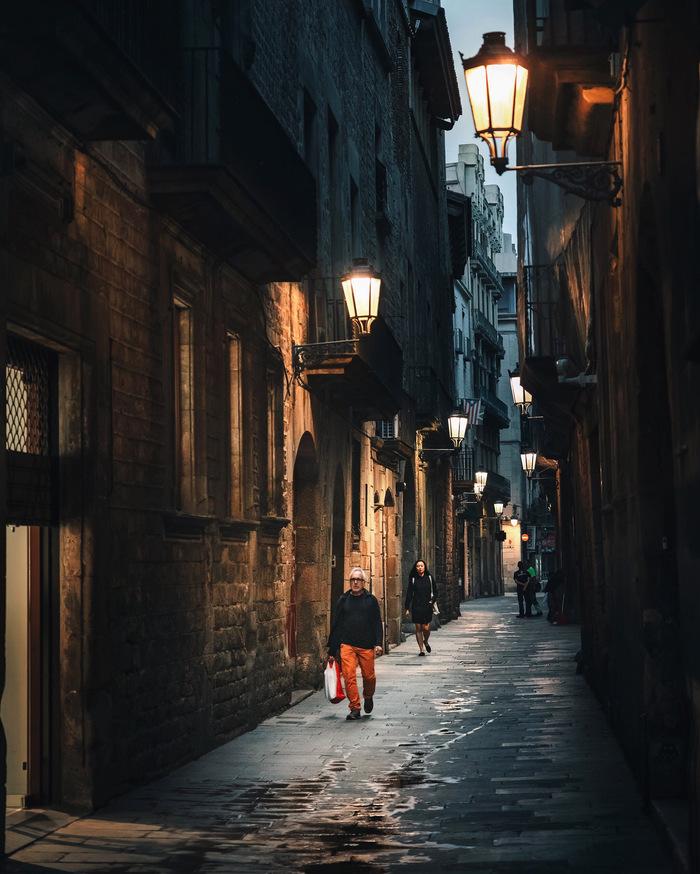 Раннее утро в Готическом квартале Барселоны