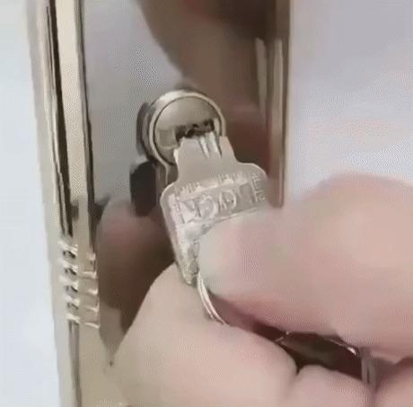 Если обломился ключ в замке
