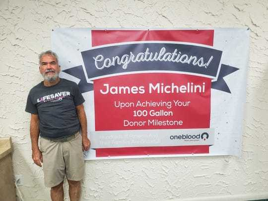 В Америке мужчина спас 864 жизни сдав 380 литров крови