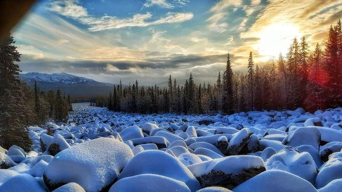 Каменная река на закате Закат, Зима, Курумники, Небо, Лес