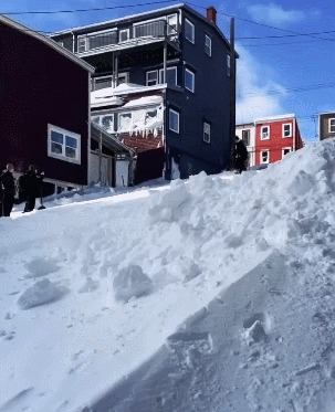 Когда улицу замело снегом
